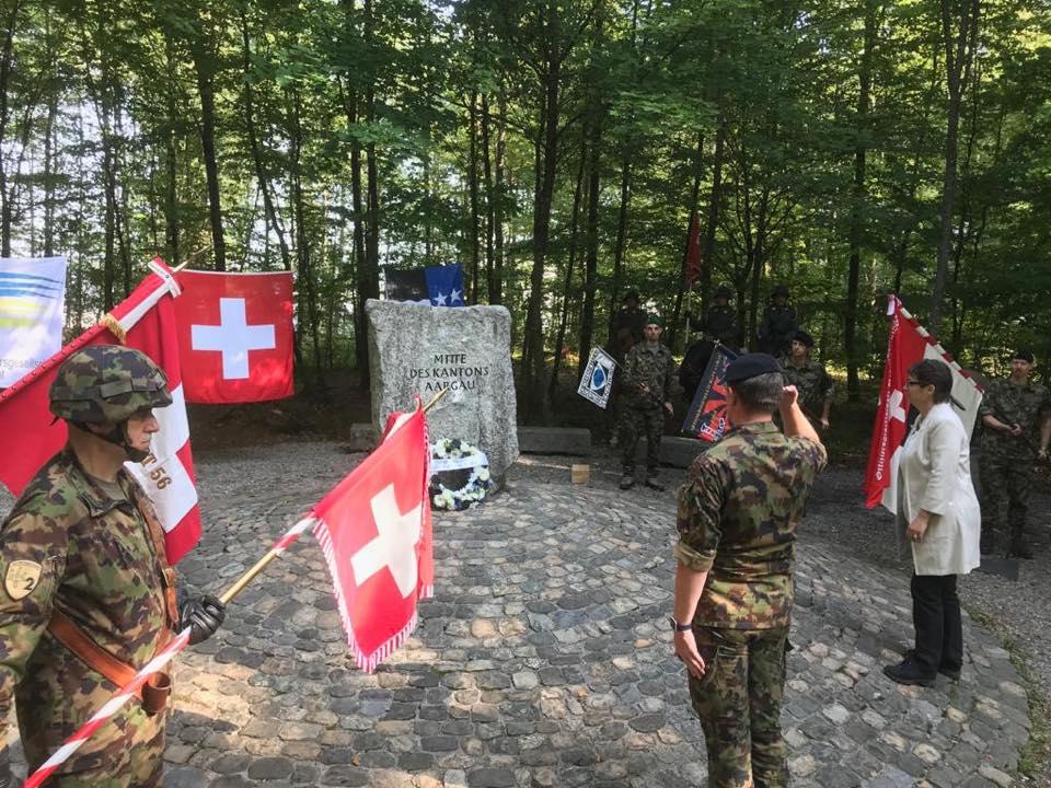 Gemeinsame Kranzniederlegung durch politische und militärische Vertreter, in Gedanken an die Aargauerinnen und Aargauer